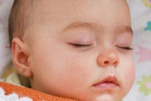 一岁宝宝最近睡觉出汗调节宝宝睡觉出汗的方法