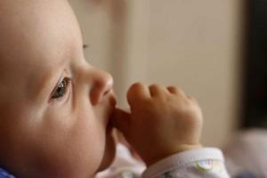 婴儿喝完奶打嗝怎么办宝宝吃完奶打嗝怎么回事