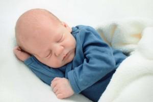新生儿宝宝打喷嚏是怎么回事新生儿宝宝打喷嚏怎么办